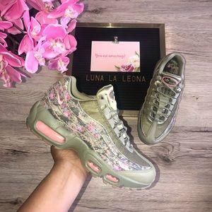 NWT NIKE WMNS AIR MAX 95 Sneaker, AQ6385 200, sz 6